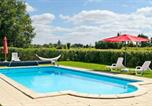 Location vacances Bernac - House with 2 bedrooms in Brux with shared pool enclosed garden and Wifi 100 km from the beach-1