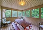 Location vacances Lake Harmony - Lake Harmony Home with Hot Tub, Deck and Game Room-3
