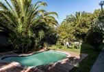 Location vacances Durbanville - Le Petit Chateau Guest House-1