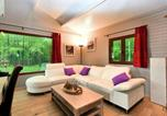 Location vacances Beauraing - Spacious Chalet with Sauna in Beauraing-3