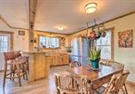 Location vacances Hendersonville - Hendersonville Cabin with Hot Tub and Fire Pit!-3