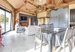 Location vacances Bennetot - Three-Bedroom Holiday Home in Hattenville-1