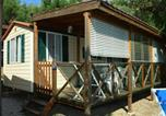 Location vacances  Province de Salerne - Cozy chalet with a covered terrace in a green national park-1