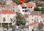 Location vacances Milna - Apartments by the sea Milna, Brac - 5677-1