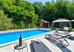 Location vacances Krapinsko-Zagorska - Awesome home in Krapinske Toplice w/ Outdoor swimming pool, Wifi and 2 Bedrooms-1