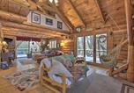 Location vacances New London - Cabin w/ Private Hot Tub: Walk to Pats Peak!-4