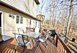 Location vacances East Stroudsburg - Red Rose Cottage Home-1