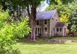 Location vacances New London - Country Home next to Covered Bridge-2
