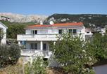 Location vacances Baška - Apartments with Terrace-1
