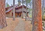 Location vacances Medford - Ashland Lodge with Lake Views, Patio and 5 Mtn Bikes!-3