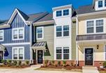 Location vacances Kenly - Rooftop Terrace Townhouse - Downtown Wake Forest-1