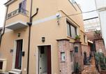 Location vacances Gioiosa Ionica - Locri Villa Sleeps 4 Air Con Wifi-2