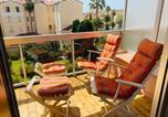 Location vacances Menton - Menton 2 pièces 4 personnes avec grande terrasse au calme plage à pied-1