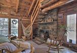 Location vacances New London - Cabin w/ Private Hot Tub: Walk to Pats Peak!-2