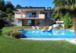 Location vacances  Province de Novare - Meina Villa Sleeps 10 Pool Air Con Wifi-2