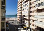 Location vacances  Cadix - Apto Nereidas Vistas Mar 2 baños-1