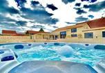 Location vacances Cause-de-Clérans - Villa Del Castagnol-2