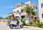 Location vacances Vir - Luxury resort on the beach-3
