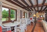 Location vacances Penagos - House with 3 bedrooms in Cantabria with wonderful lake view enclosed garden and Wifi 11 km from the beach-1