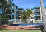 Location vacances Alexandra Headland - Surf Chalet Apartments-1