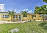 Location vacances Satellite Beach - Beachside House, Walk 4 Blocks to the Beach!-1
