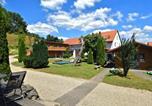 Location vacances Bad Zwesten - Charming Apartment in Huddingen with Garden-1