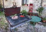 Location vacances  Province de Pérouse - Spacious Farmhouse in Gualdo Cattaneo with Jacuzzi-4