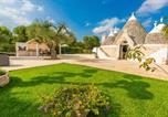 Location vacances  Province de Brindisi - Trullo del Mandarino con piscina-4