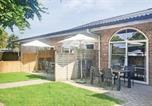Location vacances Nieuwvliet - Two-Bedroom Holiday Home in Groede-1