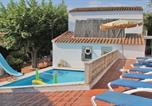Location vacances Calella - Three-Bedroom Holiday home Calella with an Outdoor Swimming Pool 08-1