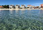 Location vacances Vir - Luxury resort on the beach-1