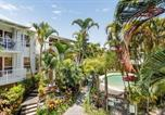 Location vacances Coolum Beach - Stylish Tropical Oasis Apartment with Hot Tub and Four Pools-4