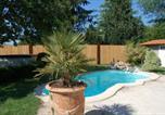 Location vacances Vignonet - Suite avec terrasse ,piscine, jacuzzi et petit déjeuner-1