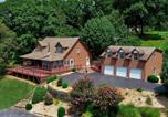 Location vacances Rogers - Hilltop Cabin on Beaver Lake with Deck and Views!-1