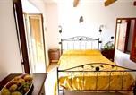 Location vacances  Province de Catanzaro - Apartment with one bedroom in Badolato with wonderful sea view shared pool enclosed garden-3