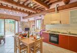 Location vacances  Province de Mantoue - Beautiful apartment in Marmirolo with Wifi and 1 Bedrooms-2
