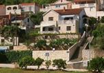 Location vacances Postira - Apartments with a parking space Postira (Brac) - 765-1