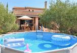 Location vacances Mazan - Nice home in Saint-Pierre-de-Vassol with Outdoor swimming pool, Wifi and 3 Bedrooms-1