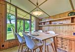 Location vacances West Plains - Mid-Century Modern Cottage with Fire Pit and Deck-4