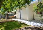 Location vacances  Réunion - House with 3 bedrooms in Saint Gilles les Bains with wonderful mountain view enclosed garden and Wifi 1 km from the beach-1