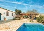 Location vacances Lebrija - Awesome home in Jerez de La Frontera w/ Outdoor swimming pool, Wifi and 8 Bedrooms-1