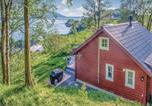 Location vacances Florø - Three-Bedroom Holiday Home in Naustdal-1