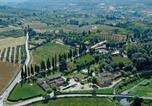 Location vacances  Ville métropolitaine de Florence - Il Borgo di Villa Castelletti Country Hotel-1