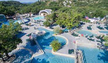 Le ranc davaine luxury campsite in ard che ruoms for Camping avec piscine couverte et toboggan