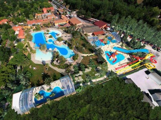 Dossier th matique les 10 plus beaux parcs aquatiques de for Camping avec piscine en ardeche
