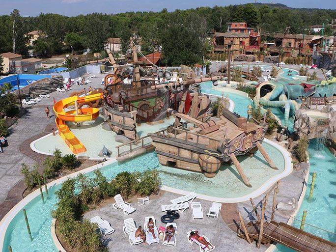 Dossier th matique les 10 plus beaux parcs aquatiques de for Camping dans le var avec piscine et toboggan