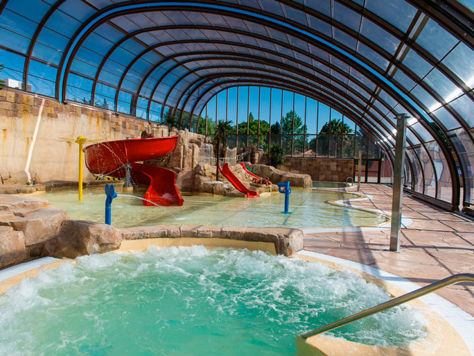 Dossier th matique les plus beaux d mes et bulles for Camping de france avec piscine