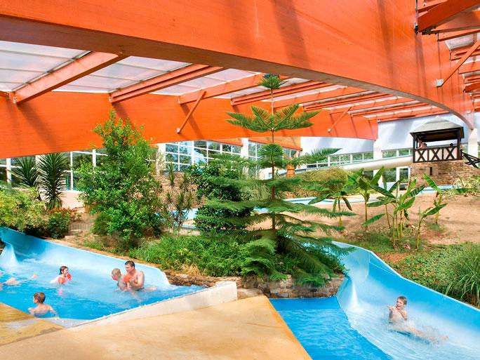 Dossier th matique les plus beaux d mes et bulles for Camping manche avec piscine couverte